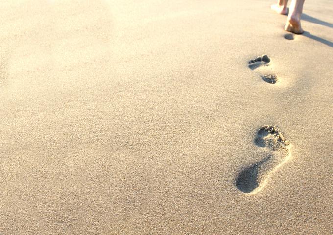 ひとりの足跡(砂浜)