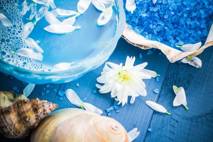 ブルー色のお湯の色