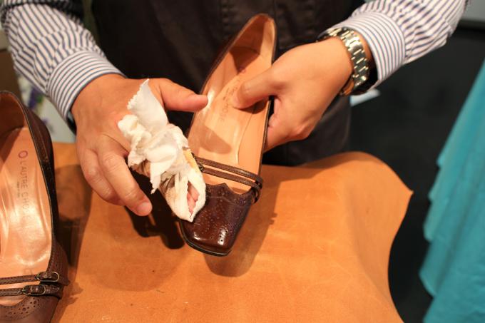 ミスターミニットによる靴磨き