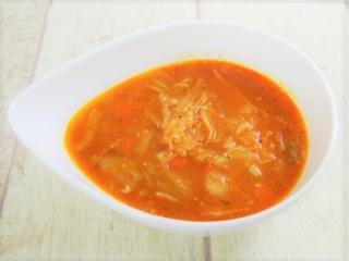 お皿に移した「チーズたっぷり! 野菜とトマトのスープ」の画像