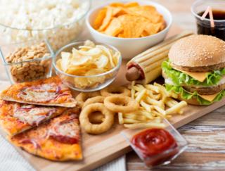 ファストフードの食べ過ぎはぼけてしまう? 認知症にまっしぐら