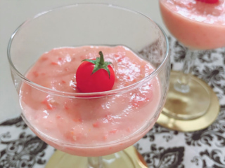 見た目も涼しげな「トマトの美肌くず粉スイーツ」