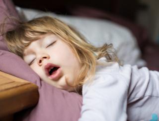 いびきをよくかいている人は要注意! 睡眠障害だと老けるのが加速⁉︎