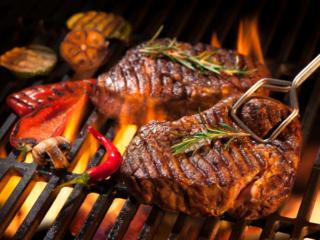 炭火焼のステーキ
