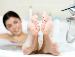 2〜4月生まれの8月は、仕事で実力発揮!入浴時の足裏マッサージで冷房対策を