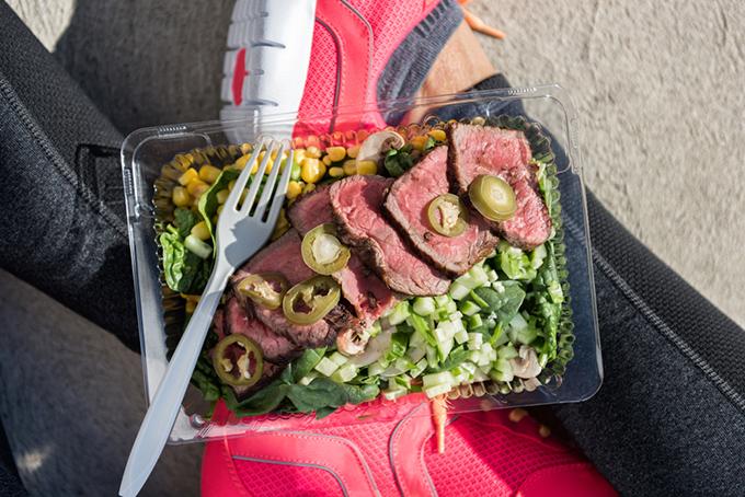 お肉たっぷりのサラダ