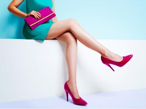 すらりとした脚線美の女性