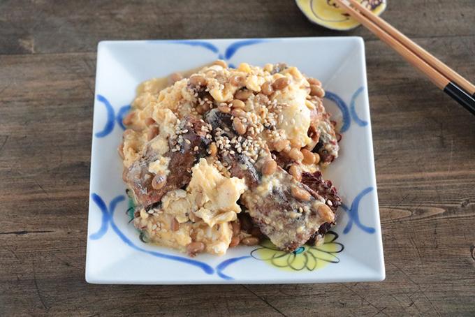 さんま缶と納豆の卵とじ真上から撮影