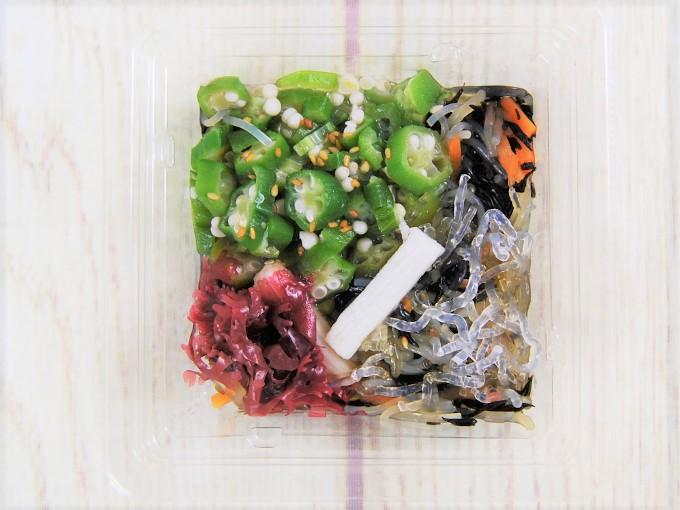 蓋を開けた「オクラのネバネバサラダ」の画像