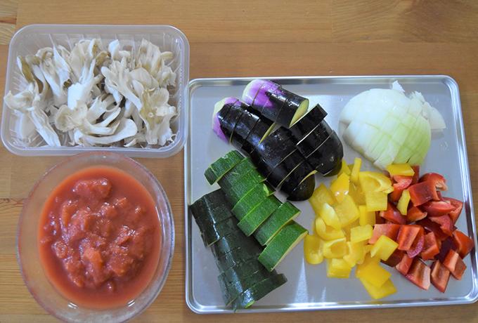材料の野菜を切った画像
