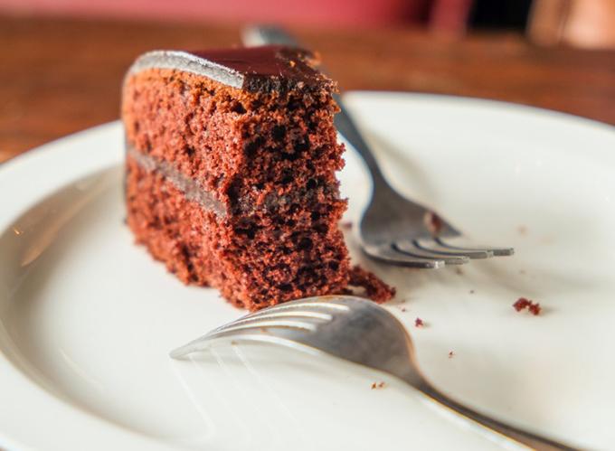 ひと口残ったケーキ