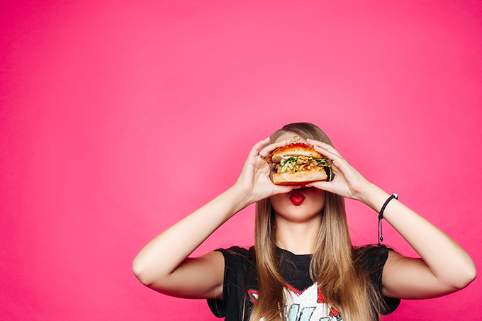 ハンバーガーが好きな女性