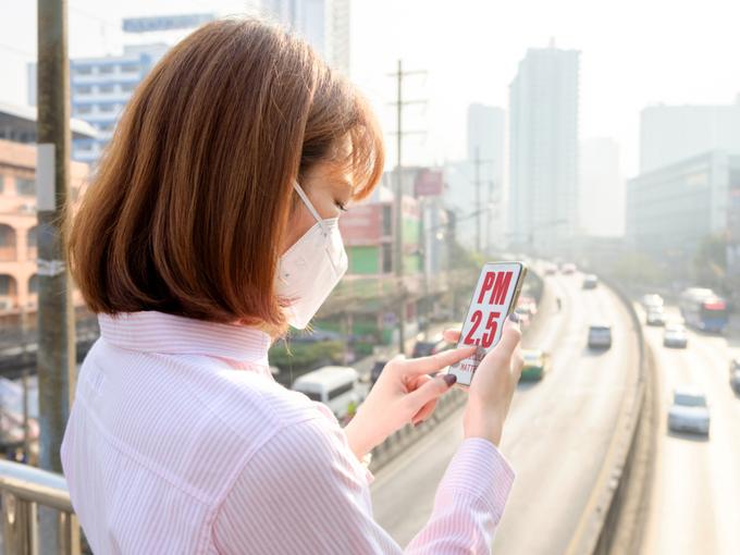 マスクをつけた女性の画像
