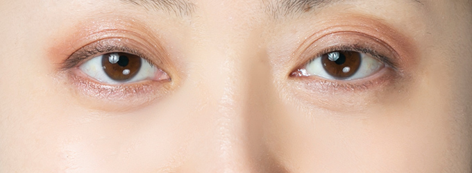マスカラ、アイラインなしの目元の画像