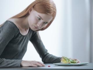 摂食障害に悩む人