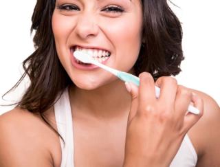 8月〜10月生まれの8月運勢。節約生活を意識して。歯のホワイトニングで運気アップ!