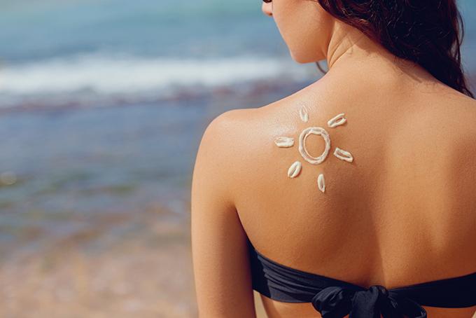 日焼けしている女性の画像