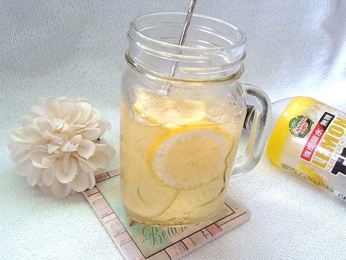 強炭酸で作るはちみつレモンスカッシュ