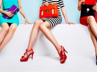 ツルツル美脚の女性3人