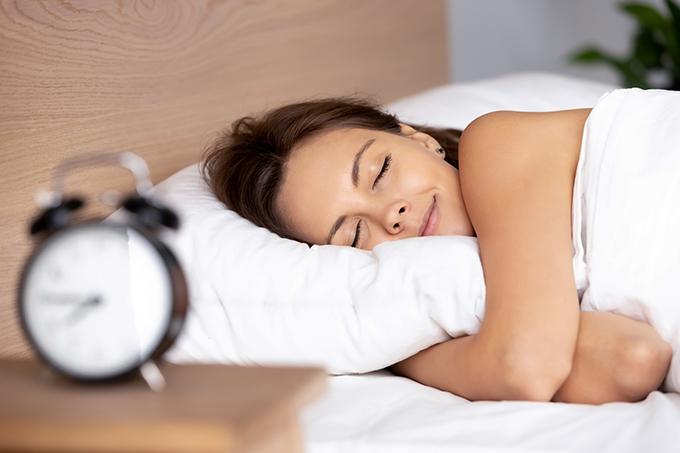 ぐっすり寝ている女性の横顔