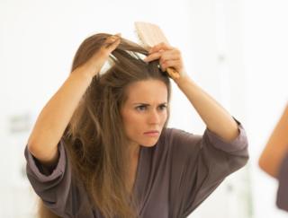 ブラッシングで血行促進♡ 染める以外の白髪対策で美髪をゲット♪