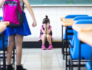 うつ病は続く。背景には子ども時代のいじめも関係?
