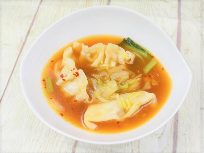 お皿に盛った「旨辛! 餃子と野菜のチゲスープ」の画像