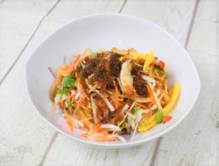 暑さに負けない体作りはたっぷりの野菜で♪ ピリ辛たれで食べるセブンの「野菜を楽しむ! ピリ辛ヌードル」