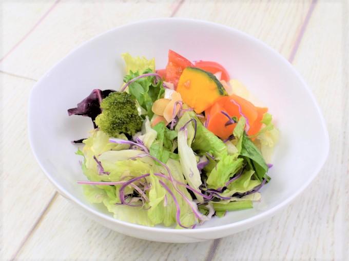 お皿に盛った「摂取サラダ ビタミンACE」の画像
