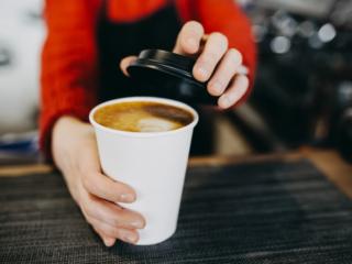 テイクアウトのコーヒー
