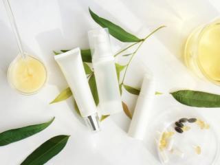 化粧品とサプリメントの集合