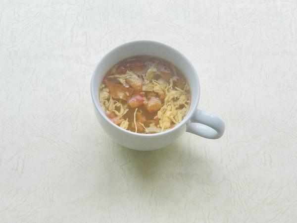 トマトの酸辣湯をカップにあけたところ