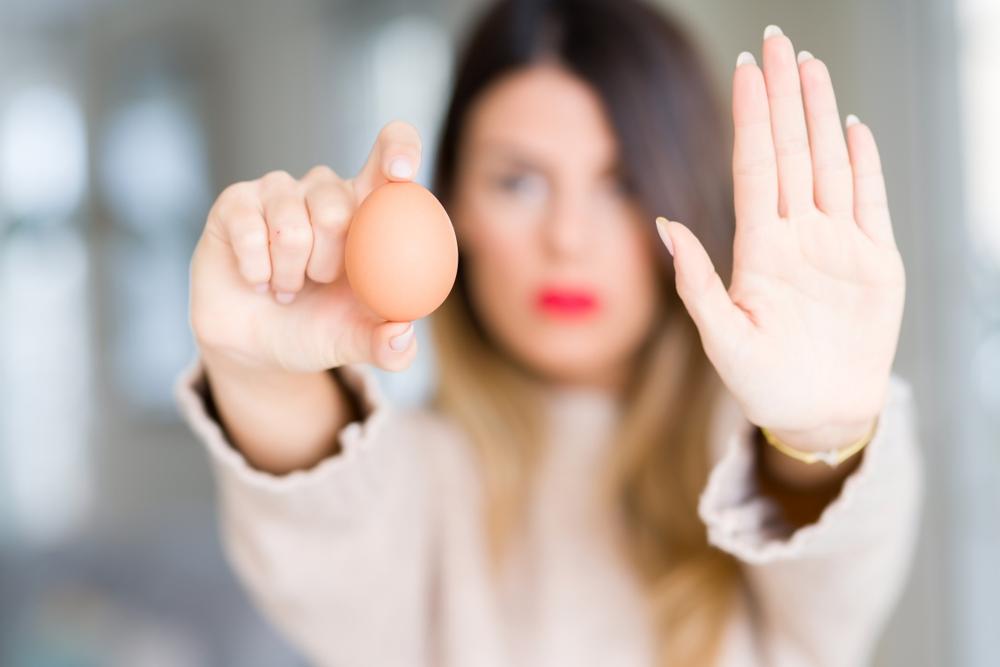手のひらと卵1個