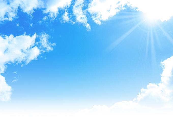 日差しが強い夏空