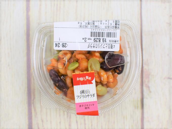 パッケージに入った「4種豆とフジリのサラダ」の画像