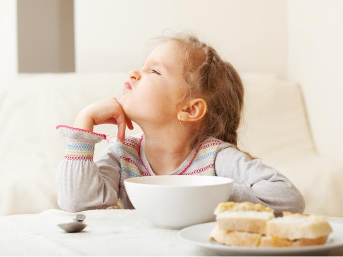 食べ物の好き嫌いが多い子ども