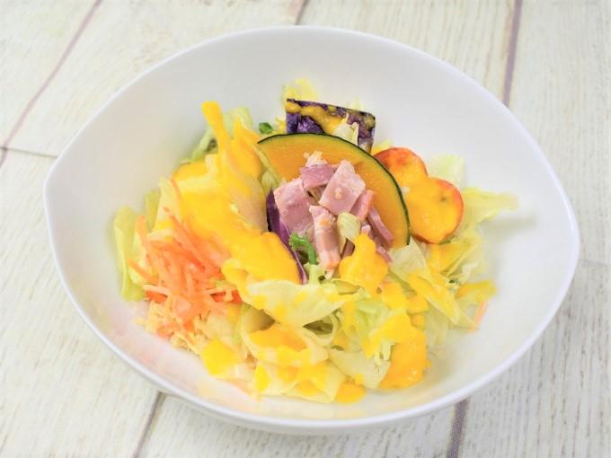 やさしい味のドレッシングが最高♡ にんじん・かぼちゃ・キヌアも入ったナチュラルローソンの「にんドレサラダ(1食分の野菜)」