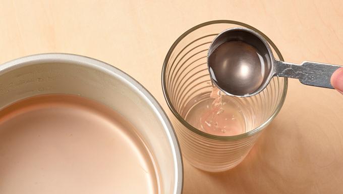 3からショウガを取り除けば、原液シロップが完成。