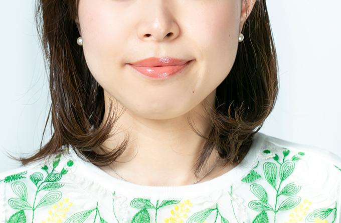 女性の口元の画像