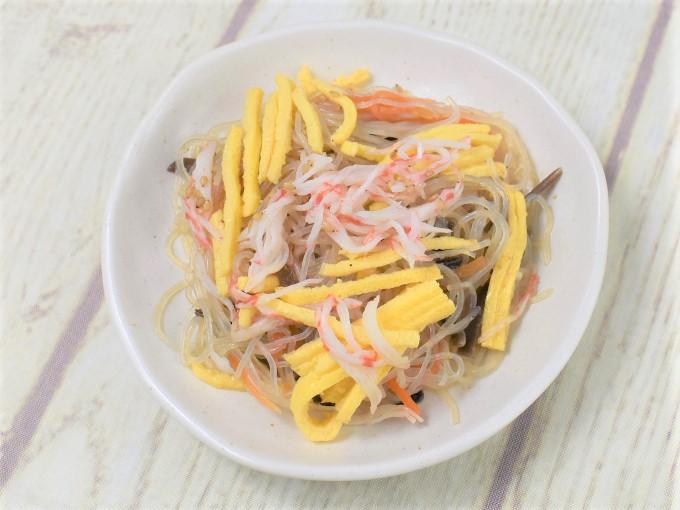 お皿に盛った「香り箱の中華風春雨サラダ」の画像