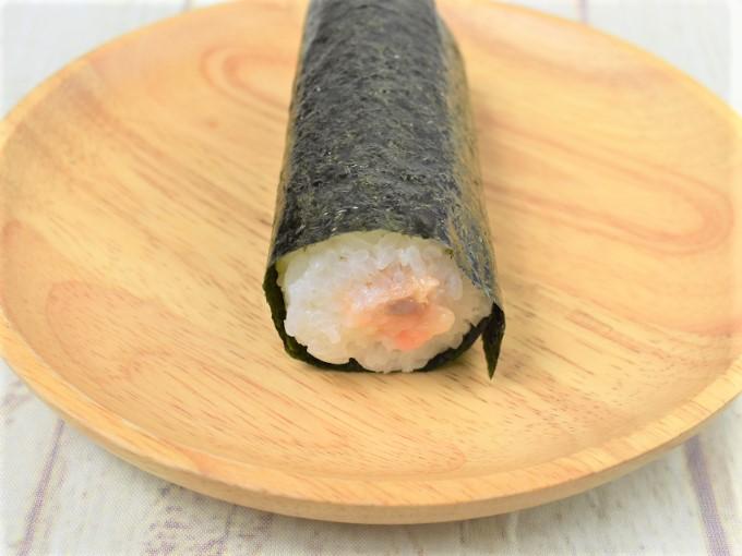 断面を映した「手巻寿司 サーモンとクリームチーズ」の画像