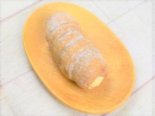 皿にのった「冷やして食べるパイコロネ(マロンクリーム)」の画像
