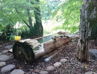 山間の源泉かけ流しの絶景温泉でいやされる! 北海道の秘湯「銀婚湯」に行ってみた #Omezaトーク