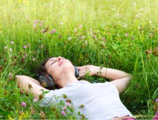 音で心をケアする新感覚のアプリ「耳で飲むお薬(R) by meditone(R)」