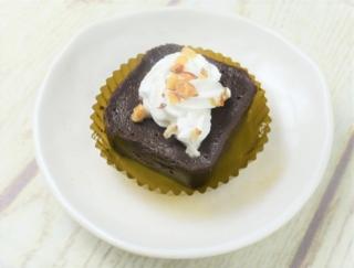 圧倒的に濃厚なチョコレートが口の中でスッとほどける感動をぜひ♪ ファミマの「ケンズカフェ東京 テリーヌ・ガトーショコラ」