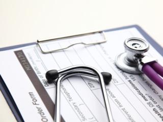 問診票と聴診器