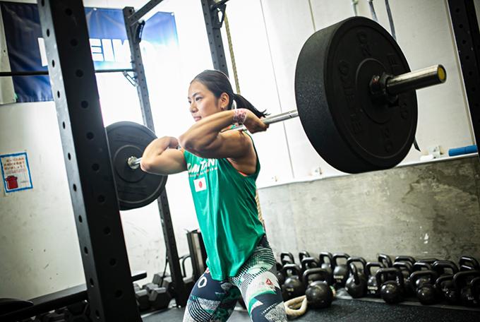 「メリハリをつけたトレーニング」と「無理のない食生活」クロスフィット選手のアスリートとしてのライフスタイル