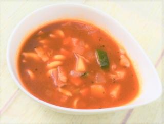 体がしっかり温まる! トマトの酸味であと味スッキリな「具沢山 9種具材のミネストローネ」(ローソン)
