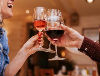 女性は特に飲み過ぎに注意! 男性より肝臓へのダメージが大きい可能性も