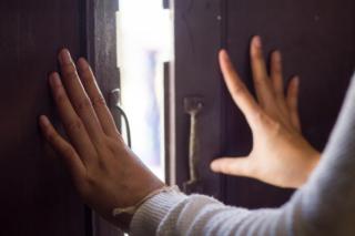 扉を開く写真